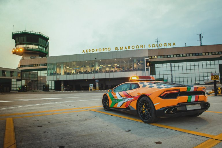 Just Plain Cool: The 'Follow Me' Huracán